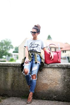 ripped jeans and tee