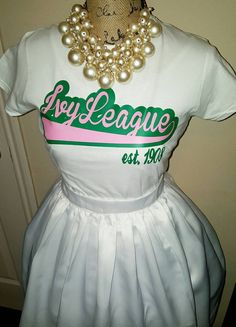 "What if this says ""Michigan"" or ""Beta Eta""? Aka Sorority, Alpha Kappa Alpha Sorority, Sorority Life, Aka Apparel, Alpha Kappa Alpha Paraphernalia, Pretty Girl Swag, Pretty Girls, Ivy League, Green Fashion"