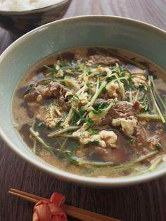 ごまらー油で♪韓国風牛肉と豆苗のピリ辛スープ by ヤミー | レシピサイト「Nadia | ナディア」プロの料理を無料で検索