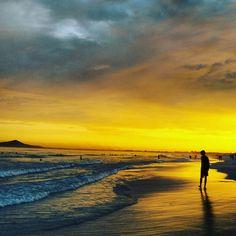 por do sol na Praia das Dunas em Cabo Frio
