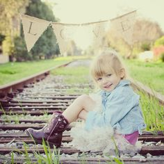 I will make a nice burlap pennant banner too. Kids Fashion Photography, Toddler Photography, Newborn Photography, Family Photography, Photography Ideas, Toddler Poses, Toddler Fashion, Fashion Kids, Trendy Fashion