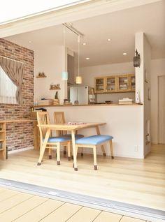『かわいい家photo』では、かわいい家づくりの参考になる☆ナチュラル、フレンチ、カフェ風なおうちの実例写真を紹介しています。 Island Design, Loft Style, Small Spaces, Living Room Decor, Kitchens, Homes, Interior, Table, Furniture