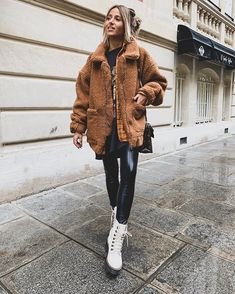 Cozy, trendy and edgy casual outfit for fall and winter. Fashion Week, Winter Fashion, Fashion Looks, Fashion Outfits, Camille Callen, Streetwear, Outfits Winter, Martens Style, Plus Size Sale