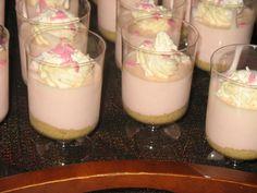 yoghurttaart gemaakt in kleine glaasjes. Superleuke traktatie
