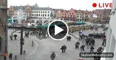 Veduta sulla Piazza del Mercato su cui affaccia il Beffroi dal Ristorante The Olive Tree
