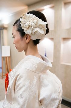 #shiromuku dress and detailed floral #updo #hairstyle #wedding #kimono #bridal #japanese #accessories #hair