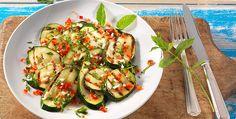 Rezept: Gebratener Zucchinisalat mit Minze und Chili