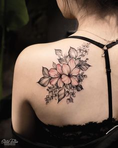 What to Expect When You Get Your Tattoo - Hot Tattoo Designs Colour Tattoo For Women, Tattoos For Women Flowers, Best Tattoos For Women, Tattoos For Women Half Sleeve, Shoulder Tattoos For Women, Sleeve Tattoos, Mini Tattoos, Rose Tattoos, Flower Tattoos