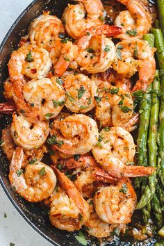 Lemon Garlic Butter Lemon Garlic Butter Shrimp with Asparagus - So much flavor and so easy to throw together this shrimp dinner is a winner! Fish Recipes, Seafood Recipes, Dinner Recipes, Cooking Recipes, Healthy Recipes, Hcg Recipes, Dinner Ideas, Shrimp And Asparagus, Asparagus Recipe