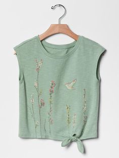 Best of kids fashion Warm Weather Outfits, Embroidered Clothes, Clothes Crafts, Tween Fashion, Girls Tees, Pull, Printed Shirts, Kids Outfits, Shirt Designs