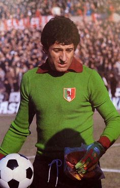Torino goalkeeper Luciano Castellini in Torino Fc, Image Foot, Sports Stars, Goalkeeper, Football Jerseys, Soccer, Baseball Cards, Classic, Fictional Characters