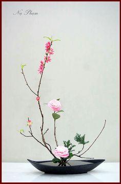 Best 12 Ikebana Japanese Flower Arrangement – Page 532409987197753830 – SkillOfKing. Contemporary Flower Arrangements, White Flower Arrangements, Ikebana Flower Arrangement, Ikebana Arrangements, Bonsai, Art Floral, Deco Floral, Exotic Flowers, Beautiful Flowers