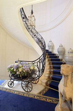 © Patrice Diaz Françoise Sagan, Entryway Tables, Home Decor, Parisian Apartment, Decoration Home, Room Decor, Interior Design, Home Interiors, Entrance Hall Tables