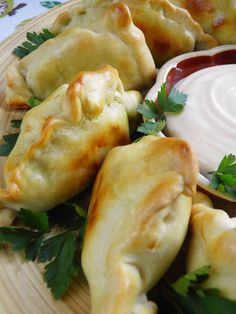 Czech Recipes, Ethnic Recipes, Tortellini, Fresh Rolls, Finger Foods, Good Food, Food And Drink, Cooking Recipes, Gastronomia