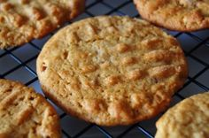 Peanut Butter SRIRACHA cookies??? I must try this even though it sounds ridiculous. The reviews are excellent!