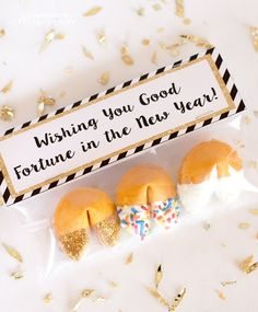 New years party favors new years eve glitter dipped fortune cookies par New Years Eve Birthday Party, New Year's Eve Party Themes, New Years Eve Party Ideas Food, Kids New Years Eve, New Years Eve Games, New Years Eve Food, New Years Eve Decorations, Nye Party, Ideas Party