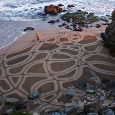 This California Artist Uses A Rake To Create Murals In Beach Sand And They're…