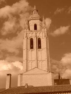 Torre de la Catedral desde Puerta de San Andrés