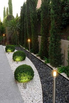 50 Beautiful Long Driveway Landscaping Design Ideas 52 #DrivewayLandscape