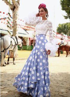 ¿Qué marcas eligen? ¿Cómo se ponen las flores y el mantoncillo? Te mostramos todos los trajes de flamenca que las influencers han lucido Flamenco Costume, Flamenco Dresses, Spanish Style, Baby Dress, Dress Outfits, Victoria, Costumes, Wedding Dresses, Lady
