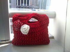 Bolso hecho a crochet con poleras recicladas, que lindo me quedo!!