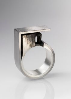 Sabine Pagan | In (out) between ring, 2011