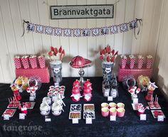Fireman party sweet table =)  Brannmann bursdag kakebord / dessertbord