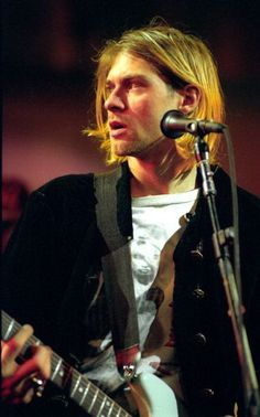 Kurt Cobain MTV Live and Loud (1993) #Nirvana