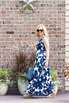 Navy Floral Maxi Dress Love - Kathrine Eldridge, Wardrobe Stylist Summer Maxi, Summer Outfits, Summer Dresses, Navy Floral Maxi Dress, Tie Dye Dress, Dress Sandals, Wrap Style, Color Combos, Navy And White