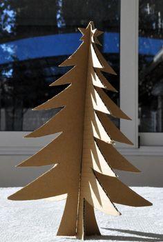 L'albero di Natale di cartone http://www.piccolini.it/post/520/l-albero-di-natale-di-cartone/