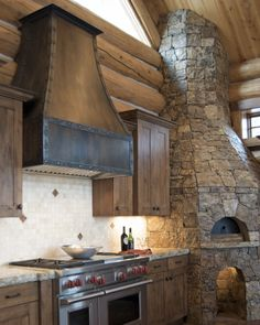 Range hood rustic with modern mountain home, dream kitchen/house Home Decor Kitchen, Rustic Kitchen, Kitchen Design, Kitchen Ideas, Cabin Homes, Log Homes, Kitchen Hoods, Kitchen Vent, Ugly Kitchen