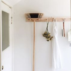 50 Dream Interior Modern Style Ideas To Not Miss Today - Stylish Home Decorating Designs Slow Living, Home And Living, Konmari, Broom Storage, Scandinavian Interior, Kitchen Layout, Minimalist Home, Decoration, Room Inspiration