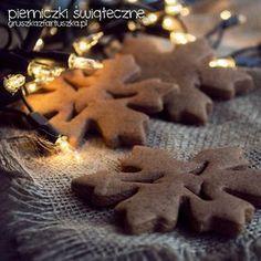 Absolutnie doskonałe, mocno korzenne świąteczne pierniczki - wspaniałe do chrupania i do udekorowania choinki!