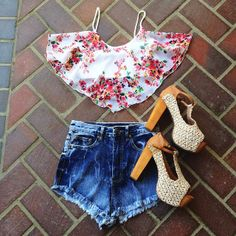 love the crop top:) So pretty and colourful!