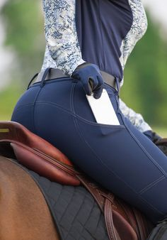 Riding breeches with pockets Find a range of Kerrits riding tights and breeches with handy pockets. Designed for easy-access in the saddle, so you can always reach that much loved treat. Equestrian Boots, Equestrian Outfits, Equestrian Style, Riding Breeches, Riding Hats, Horse Riding Pants, English Riding, English Tack, Horseback Riding