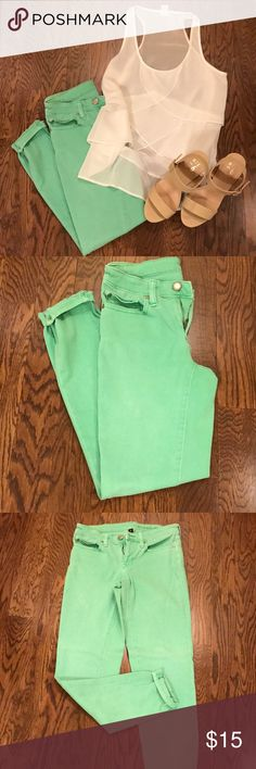 GAP Skinny Jeans GAP Premium Super Skinny Ankle jeans. Perfect spring green color! GUC, no stains. Slightly stretchy. Size 2. 91% cotton, 7% elasterell, 2% spandex. GAP Pants Ankle & Cropped