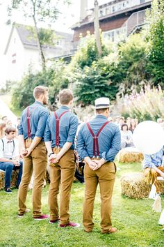 Colourful, laid back groomsmen attire | Die Hochzeitsfotografen | Bridal Musings