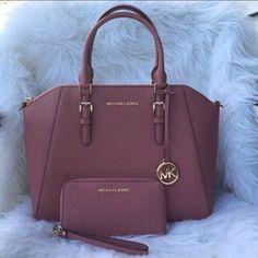 Carteras Michael Kors, Sac Michael Kors, Michael Kors Shoulder Bag, Handbags Michael Kors, Luxury Purses, Luxury Bags, Fashion Handbags, Fashion Bags, Elegantes Outfit Frau