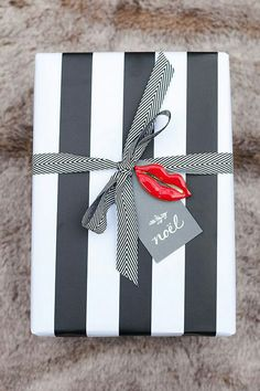 GIFT WRAP IDEA... Black & White plus a little 'accent' in form of Red lips... that's all you need to win the best wrapped gift of the year! (if there was a contest like that haha!) #giftwrapping