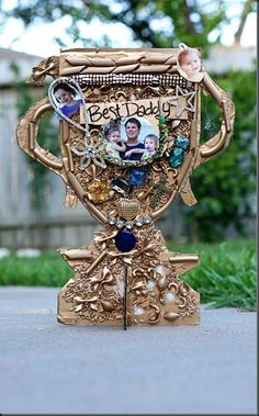 32 DIY Homemade Gifts for Men (Dads, Grandfathers etc.) Awesome ideas for Christmas... check out how to make the cool trophy ++ #Dad #Giftsformen #giftideas #giftbaskets