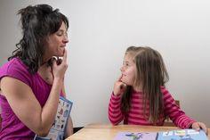6 speech therapy exercises to facilitate pronunciation. Caroline Martin, Oral Motor, Speech Therapy, Montessori, Alphabet, Trouble, Massage, Communication, Collection
