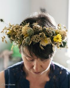 I made a flower crown at my virtual class on Friday.. . . This is a picture of another one though with my favourite everlasting dried flowers. As you know dear floral readers  I am fond of making the odd floral crown but even fonder of wearing them. I defy anyone to not feel immediately better with a dried flower crown like this one on their head.  . . I confess that headwear indecision is an issue in this floral home. The constant dilemma is what to wear on my head on any day being quite… Virtual Class, Floral Crown, Garden Styles, Dried Flowers, Friday, Pictures, Dry Flowers, Flower Crowns, Photos