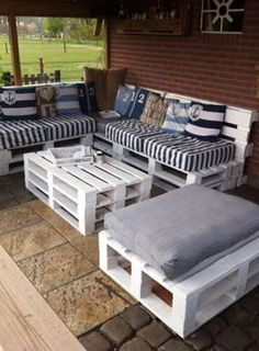 60 Summer DIY Projects Pallet Sofa Design Ideas And Remodel Outdoor Furniture Plans, Wooden Pallet Furniture, Wood Pallets, Diy Furniture, Furniture Design, Garden Furniture, Recycled Pallets, Pallet Couch, Rustic Furniture
