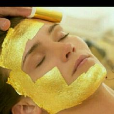 24K Gold Facial Powder Mask Anti-aging spa treatment kit responses energy into your skin in boost luster. Makes skin moist, clearer and tender instead of dull. Deliver essentials into deep skin gold power and moisturize skin. Promotes micro-circulation, decompose in remove blemish balance oil, water, keep younger, lustrous and firm.  Includes;   1 24K Power mixure package Makeup