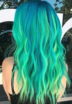 Searching for coolest hair colors right now? No need to search furthermore because here we have fresh ideas of green hair colors to sport with long waves hair looks. So if you are searching for latest trends of various hair colors then we suggest you to s Mint Green Hair, Green Wig, Green Hair Colors, Hair Dye Colors, Emerald Green, Green Hair Ombre, Green Nails, Bold Hair Color, Ombre Hair Color