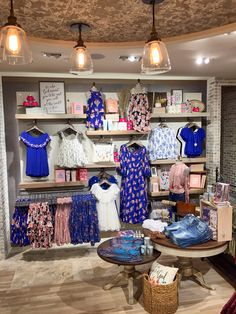 Cobalt blue is is our favorite trend for Fall 2017 at Altar'd State Source by verovann clothing store Design Boutique, Boutique Decor, Boutique Ideas, Fashion Store Design, Clothing Store Design, Showroom Interior Design, Retail Interior, Visual Merchandising Fashion, Clothing Boutique Interior