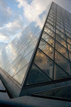 © Martine Franck Louvre, Museum, Paris, Composition, Buildings, Montmartre Paris, Paris France, Writing, Museums