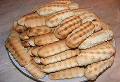 Biscuiti de casa Hot Dog Buns, Hot Dogs, Dessert Recipes, Desserts, Apple Pie, Biscuit, Bread, Food, Tailgate Desserts