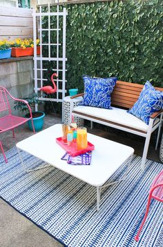 See how this Philadelphia apartment got a renter friendly patio makeover!