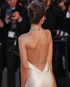 Emily Ratajkowski attending the Opening Gala screening of 'Ismael's Ghosts (Les Fantomes d'Ismael)' at the annual Cannes Film Festival at Palais des Festivals in Cannes, France, on May 2017 Grad Dresses, Ball Dresses, Evening Dresses, Wedding Dresses, Pretty Dresses, Beautiful Dresses, Diy Vetement, Palais Des Festivals, Emily Ratajkowski